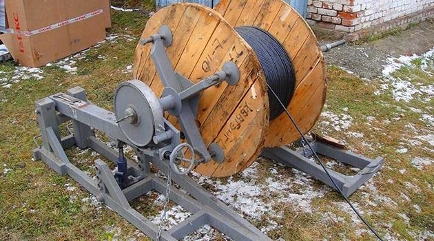 Как проложить электрический кабель в грунте: технология и глубина укладки