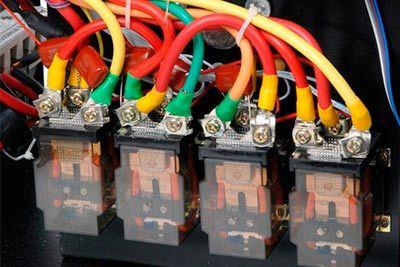 Сравнение стабилизаторов напряжения: релейный или электромеханический