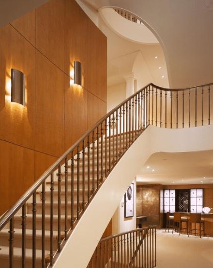 Освещение лестницы - декоративное, заливающее