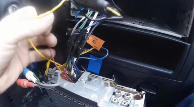 Как правильно подключить активную антенну к автомагнитоле: схема установки