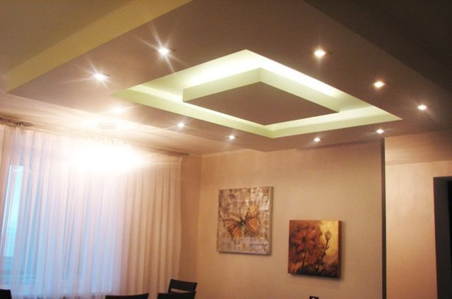 Подсветка потолка: как выбрать осточник освещения