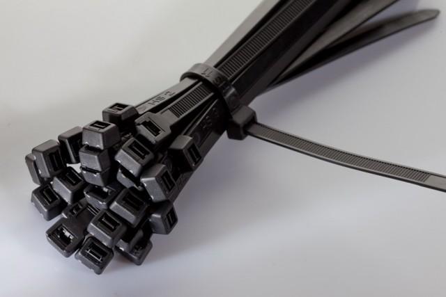 Виды кабельных стяжек для крепления проводов: преимущества и недостатки