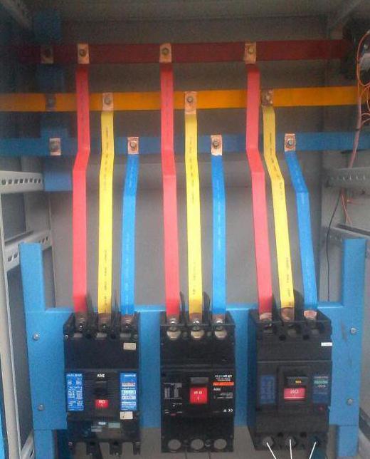 Виды и конструкция трехфазных стабилизаторов напряжения