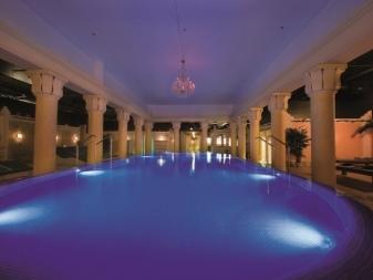 Освещение бассейна - специфика и нюансы оформлния