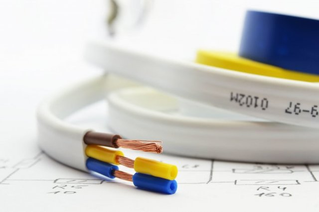 В чем отличие кабеля от провода: разница характеристик и сфер применения