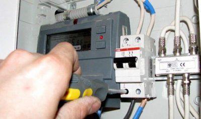 Самовольное подключение электроэнергии после отключения: способы, результат