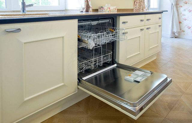 Выполняем установку встраиваемой посудомоечной машины: монтаж и подключение