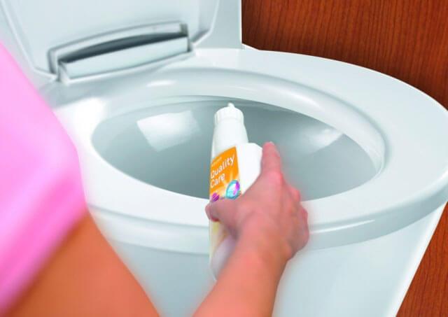 Как прочистить унитаз самостоятельно: лучшие способы устранения засоров