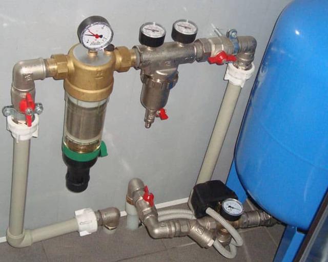 Давление воды в водопроводе: нормы и способы повысить давление