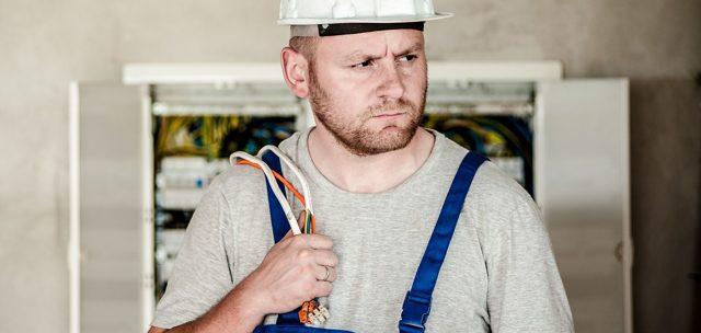 Сколько стоит поменять электросчетчик: тарифы на замену прибора в квартире и частном доме