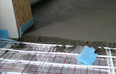 Стяжка на теплый водяной пол: какую и какой толщины лучше сделать