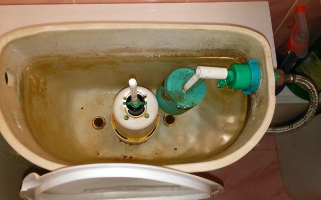 Течет унитаз после смыва: 🚽 что делать когда подтекает вода из бачка в унитаз