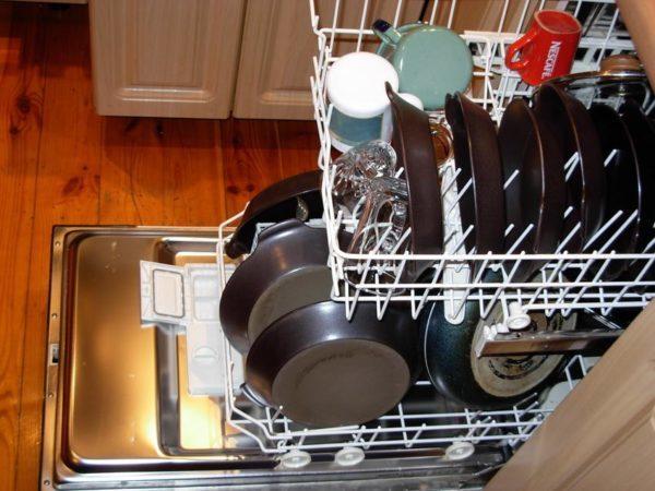 Белый налет в посудомоечной машине: почему появляется и как устранить