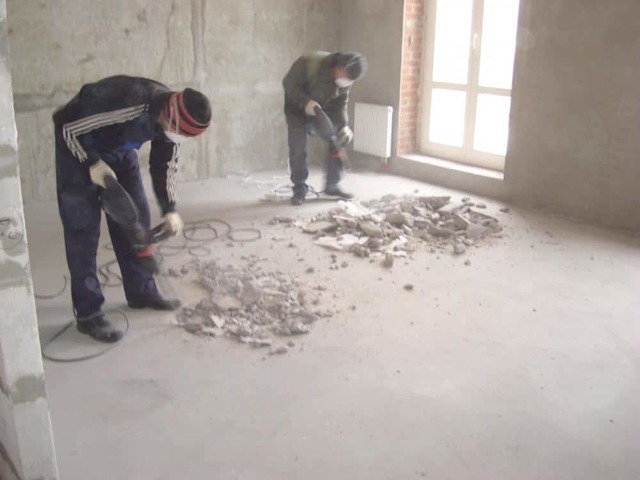 Демонтаж бетонной стяжки: подробный инструктаж по самостоятельному снятию стяжки и советы специалистов
