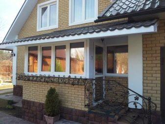 Тонировка окон на балконе: виды пленок, критерии выбора и особенности монтажа