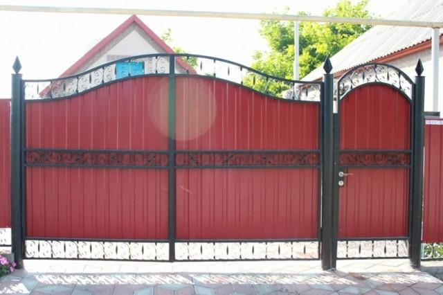 Виды ворот для частного дома: особенности выбора и установки своими руками