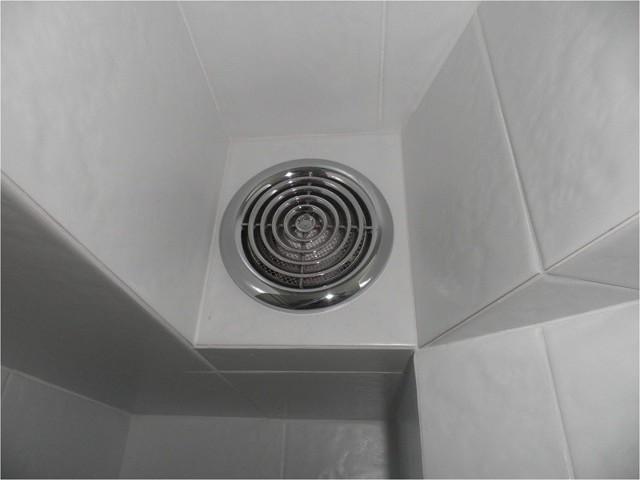 Вентиляция в ванной в потолке: особенности проектирования и инструктаж по монтажу вытяжки