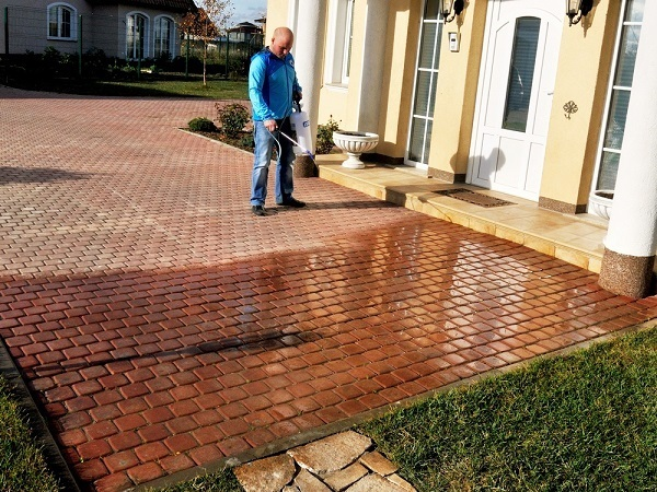 Пропитка для тротуарной плитки (гидрофобизатор): что это, принцип действия, преимущества обработки, популярные растворы