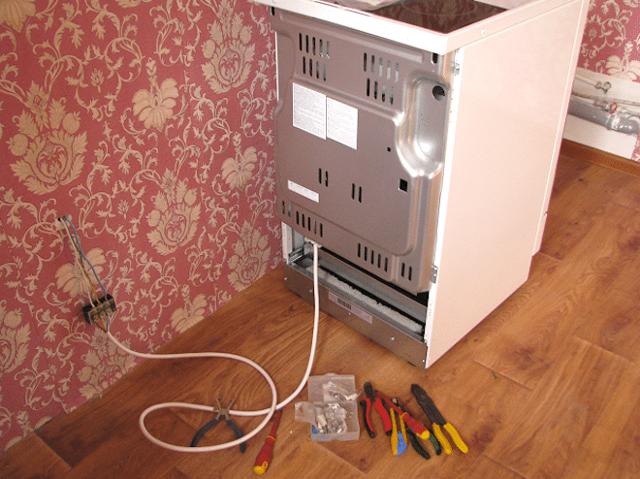 Подключение газовой плиты с электрической духовкой: инструктаж по монтажу и обзор норм и правил