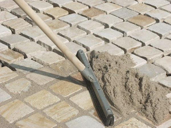 Затирка швов тротуарной плитки: песком, сухой смесью, цементом