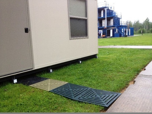 Тротуарная плитка из пластика: достоинства, недостатки, этапы изготовления, выпускаемые виды, монтаж, способы укладки
