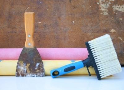 Флизелиновые обои как правильно клеить: этапы поклейки и советы экспертов