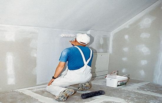 Надо ли грунтовать стены перед шпаклевкой: выбор материала и порядок проведения работ