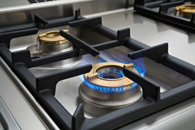 Почему не работает конфорка на газовой плите: инструкция по ремонту и замене конфорки