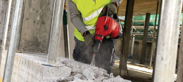 Разборка цементно-песчаной стяжки: инструкция по демонтажу и его особенности
